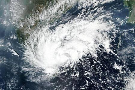 Satellitenbild von Wirbelsturm «Nivar» über dem Indischen Ozean. Der Sturm soll entweder in der Nacht auf Donnerstag oder Donnerstagvormittag (Ortszeit) an der südöstlichen Küste Indiens auf Land treffen. Foto: Uncredited/NASA/AP/dpa