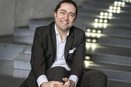 Fernando Fastoso ist Fachmann für Luxuswaren und Hochschulprofessor in Pforzheim. Seiner Beobachtungen zufolge wird in Deutschland derzeit mehr Luxus im Internet gekauft. Foto: Uli Deck/dpa