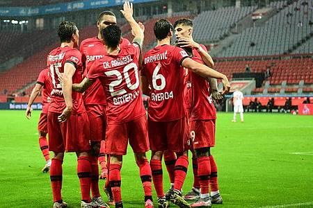 Streben noch Erfolge im DFB-Pokal und der Europa League an: Leverkusens jubelnde Spieler. Foto: Ina Fassbender/AFP Pool/dpa