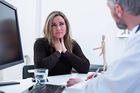 Auf Basis von Tests sowie Ernährungs- und Symptomprotokollen können sich Mediziner ein Urteil bilden, ob eine Kreuzallergie vorliegt. Foto: Christin Klose/dpa-tmn