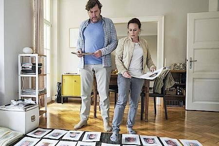 Friedemann Berg (Hans-Jochen Wagner) und Franziska Tobler (Eva Löbau) im «Tatort: Rebland». Foto: Benoit Linder/SWR /dpa