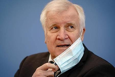 Horst Seehofer fürchtet «bedenkliche Größenordnungen» in der Migrationspolitik. Foto: Kay Nietfeld/dpa