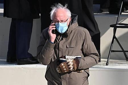 Bernie Sanders sorgte bei der feierlichen Amtseinführung des neuen US-Präsidenten Joe Biden mit seinem Look für viel Aufsehen. Foto: Saul Loeb/Pool AFP/AP/dpa