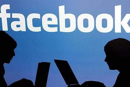 In Facebooks Videochat-Dienst Messenger Rooms können sich bis zu 50 Menschen treffen und austauschen. Foto: Armin Weigel/dpa
