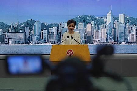 Carrie Lam, Regierungschefin der chinesischen Sonderverwaltungszone Hongkong. Foto: Vincent Yu/AP/dpa
