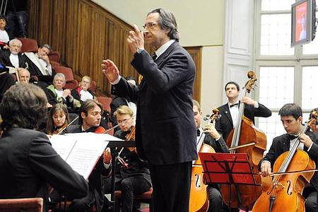 Maestro Riccardo Muti soll das Konzert am 1. Januar bereits zum sechsten Mal dirigieren. Foto: Alessandro Di Marco/ANSA/dpa