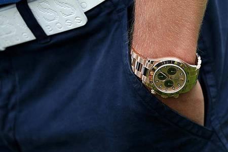 Teure Uhren gelten oft als Luxus und wurden vor der Pandemie eher seltener in Onlinekäufen getätigt. Das ändert sich im Moment. Foto: Rolf Vennenbernd/dpa