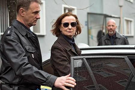 Nach einem dramatischen Ereignis wird Anna Ziegler (Irene Fischer) verhaftet. Foto: Steven Mahner/WDR/dpa