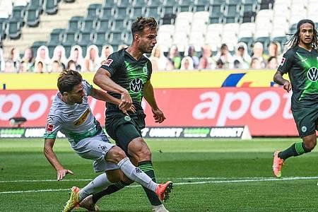 Jonas Hofmann (l) war der Matchwinner beim Gladbacher Heimsieg gegen Wolfsburg. Foto: Federico Gambarini/dpa-Pool/dpa