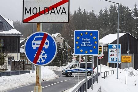 Die Bundesregierung will das Beförderungsverbot für Einreisende aus sogenannten Virusvarianten-Gebieten bis 17. März verlängern. Foto: Ondøej Hájek/CTK/dpa
