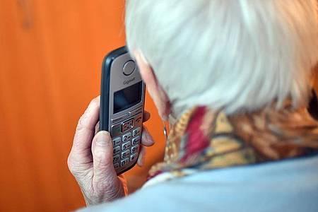 Wer heute im Festnetz in eine andere Stadt telefoniert, der muss keine Angst mehr vor jeder angebrochenen Minute haben. Foto: Britta Pedersen/zb/dpa