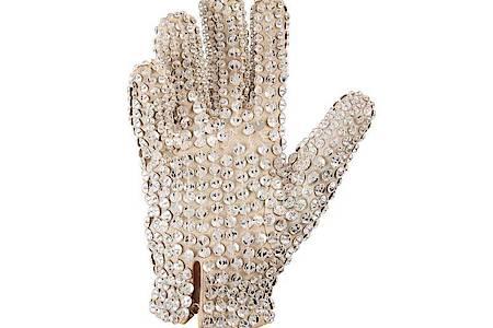Der Pailletten-Handschuh von Michael Jackson wurde für gut 112.000 Dollar versteigert. Foto: Heritage Auctions/dpa