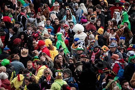 In Düsseldorf kann wieder gefeiert werden. Foto: Fabian Strauch/dpa