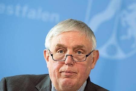 Karl-Josef Laumann (CDU), Minister für Arbeit, Gesundheit und Soziales des Landes Nordrhein-Westfalen, hält in Corona-Zeiten gar nichts von einem Großkonzert in Düsseldorf. Foto: Federico Gambarini/dpa