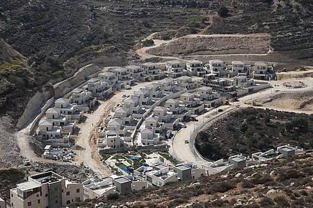 Blick auf die israelische Siedlung Giv?at Seev in der Nähe von Jerusalem. Foto: Muammar Awad/XinHua/dpa