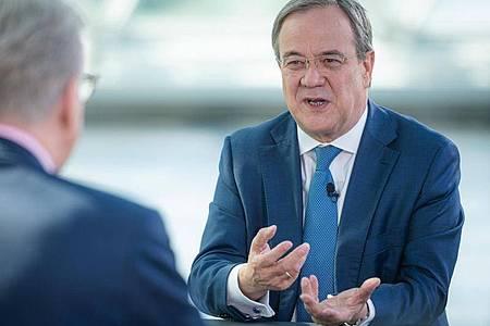 CDU-Chef Armin Laschet verteidigt das Verhalten der Thüringer CDU-Abgeordneten. Foto: Marius Becker/ZDF/dpa