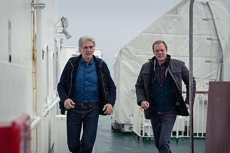 Auf der Suche nach dem Mörder:Kommissar Robert (Walter Sittler, l.) und sein Kollege Thomas (Andy Gätjen). Foto: ZDF/Georges Pauly/dpa