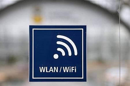Über den WLAN-Sicherheitslücke können Hacker verschlüsselt übertragene Informationen ausspionieren oder sogar eigene Datenpakete einschleusen. Foto: Jan Woitas/ZB/dpa