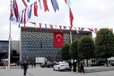 Blick auf das Atatürk-Kulturzentrum. Foto: Mirjam Schmitt/dpa