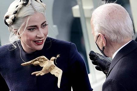 Lady Gaga sang für den neuen US-Präsidenten Joe Biden zur Amtseinführung die Nationalhymne. Foto: Greg Nash/AP/dpa