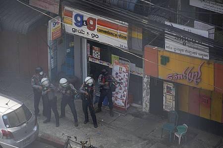 In Myanmar sind Sicherheitskräfte am Samstag erneut gewaltsam gegen Demonstranten vorgegangen. Foto: Aung Kyaw Htet/SOPA Images via ZUMA Wire/dpa