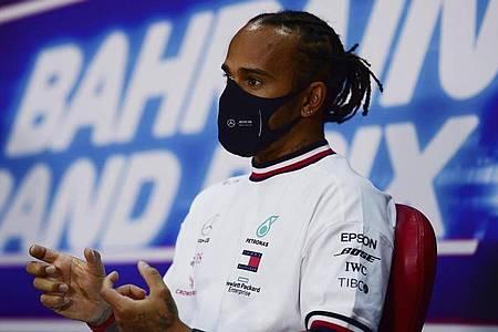 Lewis Hamilton hat noch keinen neuen Vertrag bei Mercedes unterschrieben. Foto: Mario Renzi/Pool Getty/AP/dpa
