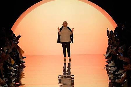 Designerin Silvia Venturini Fendi zeigte ihre erste Damenkollektion in Eigenregie. Foto: Luca Bruno/AP/dpa