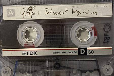 Eine Demo-Kassette mit sechs frühen Songs der Musiker der britischen Band Radiohead wird versteigert. Foto: Omega Auctions/PA Media/dpa