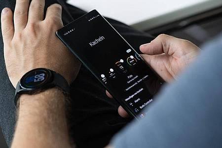 Was soll alles an Schnellzugriffen auf der Uhr sein? Das lässt sich in der App Samsung Wearable festlegen. Foto: Franziska Gabbert/dpa-tmn