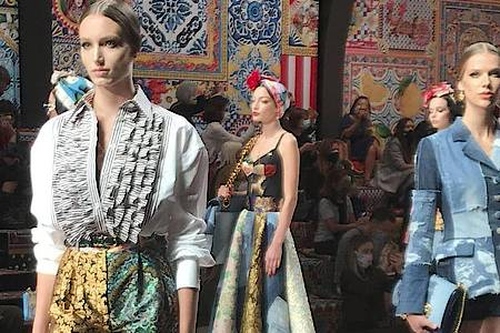 Models präsentieren Teile der Kollektion für Frühling/Sommer 2021 von Dolce & Gabbana. Foto: Colleen Barry/AP/dpa