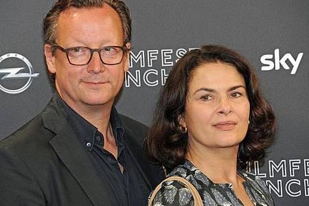 Matthias Brandt und Barbara Auer werden geehrt. Foto: Ursula Düren/dpa
