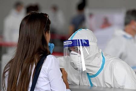 Die Bundesregierung hat Regionen in elf Ländern der Europäischen Union wegen steigender Infektionszahlen zu Corona-Risikogebieten erklärt. Foto: Roland Schlager/APA/dpa