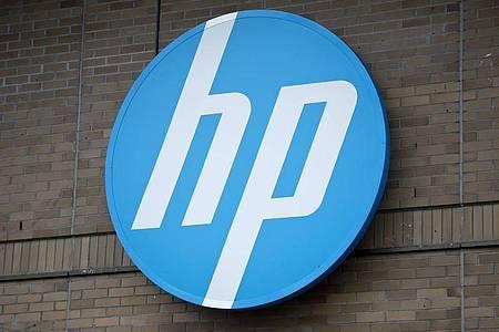 Der PC- und Druckerhersteller HP hat im jüngsten Geschäftsquartal deutlich weniger verdient. Foto: Daniel Naupold/dpa