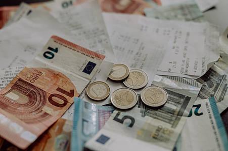 Geld mit Rechnungen