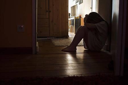 Bei Kindern, deren Eltern an einer Angststörung leiden, besteht die Gefahr, dass sie diese Verhaltensweisen übernehmen. Foto: Silvia Marks/dpa-tmn
