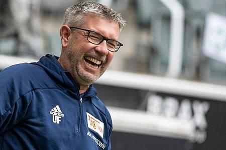 Trainer Urs Fischer pocht mit dem 1. FC Union Berlin weiter auf die Außenseiterrolle. Foto: Bernd Thissen/dpa