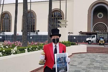 Gregg Donovan, bekannt als «Botschafter von Hollywood», vor dem Union Station Bahnhofsgebäude, einem Standort der Oscar Verleihung 2021 in Los Angeles. Foto: Gregg Donovan/privat/dpa