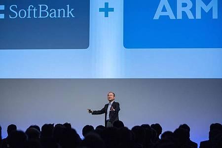 Masayoshi Son, Gründer und CEOvon Softbank, während einer Pressekonferenz. Der Chip-Designer Arm soll künftig dem Grafikkarten-Spezialisten Nvidia gehören. Der bisherige Eigentümer, der japanische Technologie-Konzern Softbank, trennt sich von der britisc