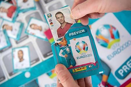 Panini-Preview-Sammelalbum zur Fußball-Europameisterschaft 2020. Foto: Marijan Murat/dpa