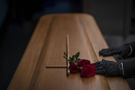 Neuer Höchstwert:410 Corona-Todesfälle sind dem RKIbinnen 24 Stunden gemeldet worden. Foto: Emilio Morenatti/AP/dpa