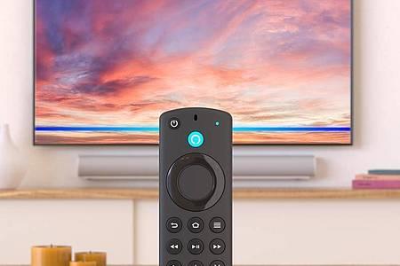 Amazons Fire TV Stick 4K Max (ca. 65 Euro) bespielt Fernseher bis zur Ultra-HD-Auflösung und mit zahllosen Video- und Audio-Streamingdiensten. Die Sprachfernbedienung (Bild) gehört zum Lieferumfang. Foto: Amazon/dpa-tmn