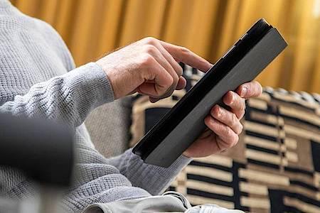 Gut zu wissen: Beim Kauf eines Tablets muss es nach Einschätzung von Experten nicht unbedingt das allerneueste Modell sein. Foto: Christin Klose/dpa-tmn