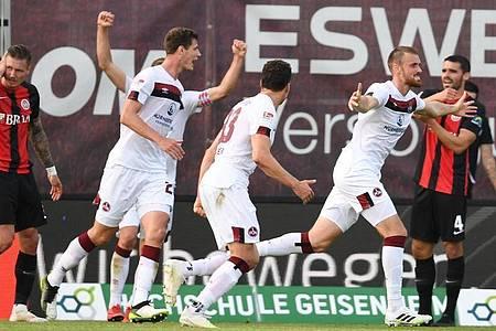 Der 1. FCNürnberg feierte in Wiesbaden einen wichtigen Kantersieg. Foto: Arne Dedert/dpa