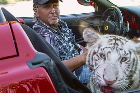 Jeff Lowe, eine der schillernden Gestalten aus der Netflix-Serie «Tiger King», bekommt zusammen mit seiner Frau Lauren eine eigene Reality-Show. Foto: --/Netflix/dpa