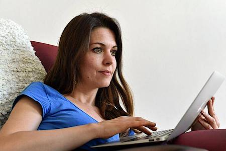 Auf der Internetseite «www.die-duale.de» sind Informationen zum Thema Aus- und Fortbildung und zu den Auswirkungen der Corona-Pandemie auf die berufliche Bildung zu finden. Foto: Jens Kalaene/dpa-Zentralbild/dpa-tmn