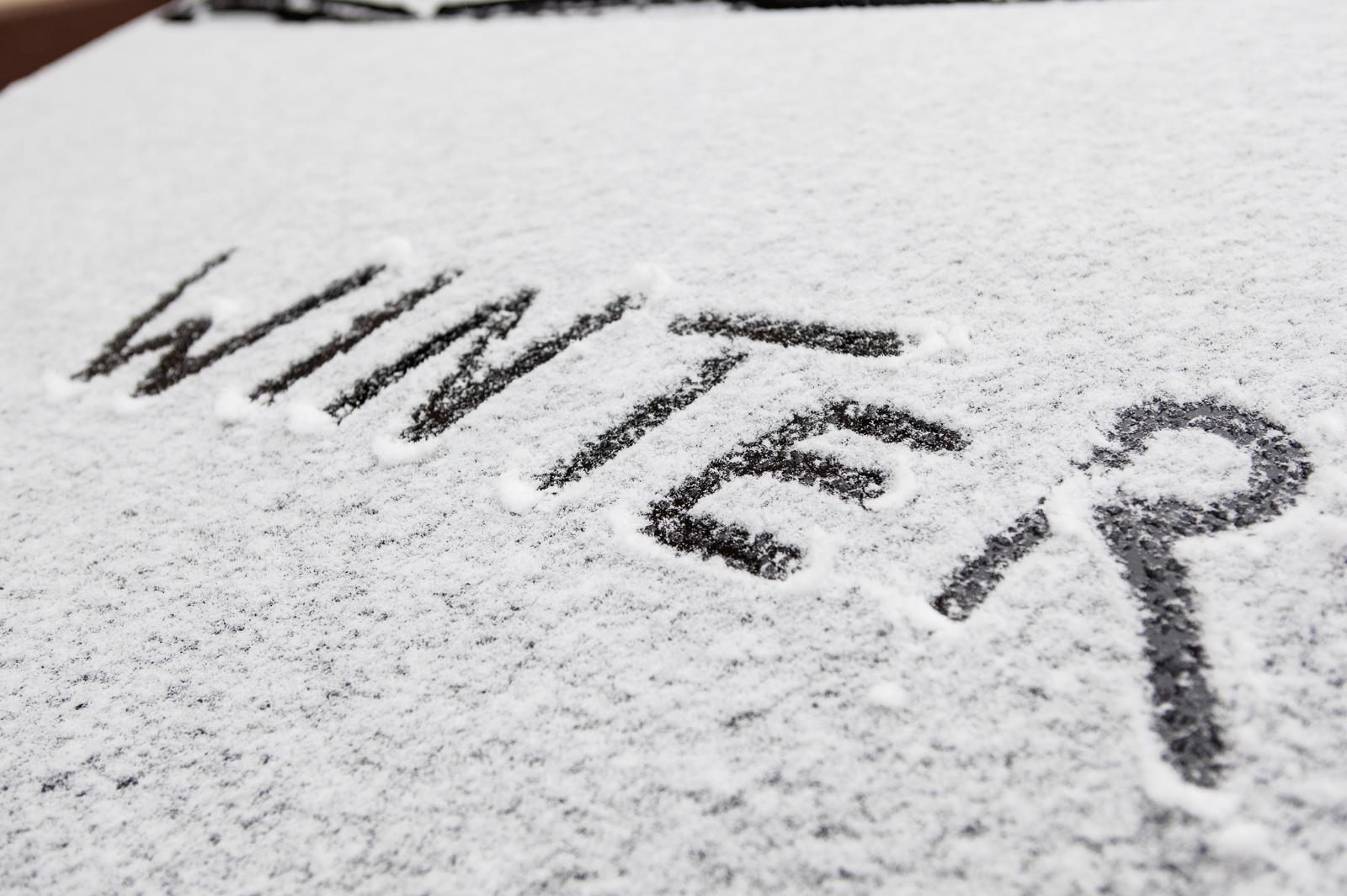 """Schriftzug """"Winter"""" im Schnee"""