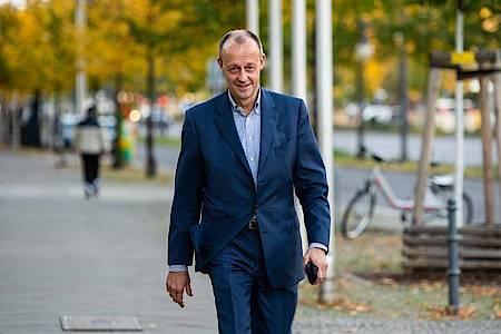 Friedrich Merz kommt am 25. Oktober zu Beratungen der engeren CDU-Spitze über den geplanten Parteitag zur Wahl des CDU-Vorsitzenden. Foto: Christophe Gateau/dpa