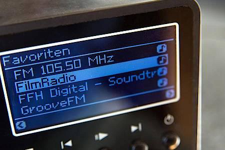 Ohne Sender-Verzeichnis im Hintergrund können die meisten Internetradios keine neuen Stationen mehr finden. Foto: Andrea Warnecke/dpa-tmn