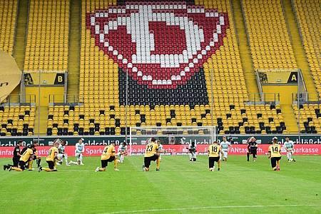 Dynamo Dresden erwägt nach dem so gut wie sicheren Abstieg in die 3. Liga rechtliche Schritte wegen vermeintlicher Wettbewerbsverzerrung. Foto: Robert Michael/dpa-Zentralbild Pool/dpa