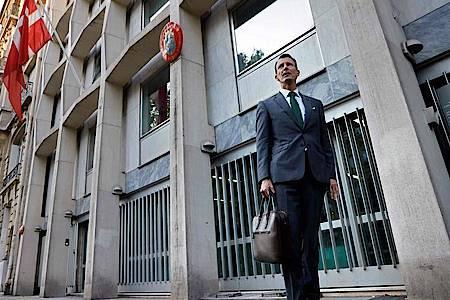 Erster Arbeitstag:Prinz Joachim vor der dänischen Botschaft in Paris. Foto: Thomas Coex/AFP/dpa
